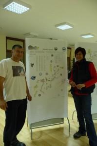 Na slici: Teo i Aida Barišić na skupu speleologa Hrvatske (Lepoglava 2014.) prezentiraju nacrt KG-DP koji je uredio Branica. Foto: Dalibor Paar